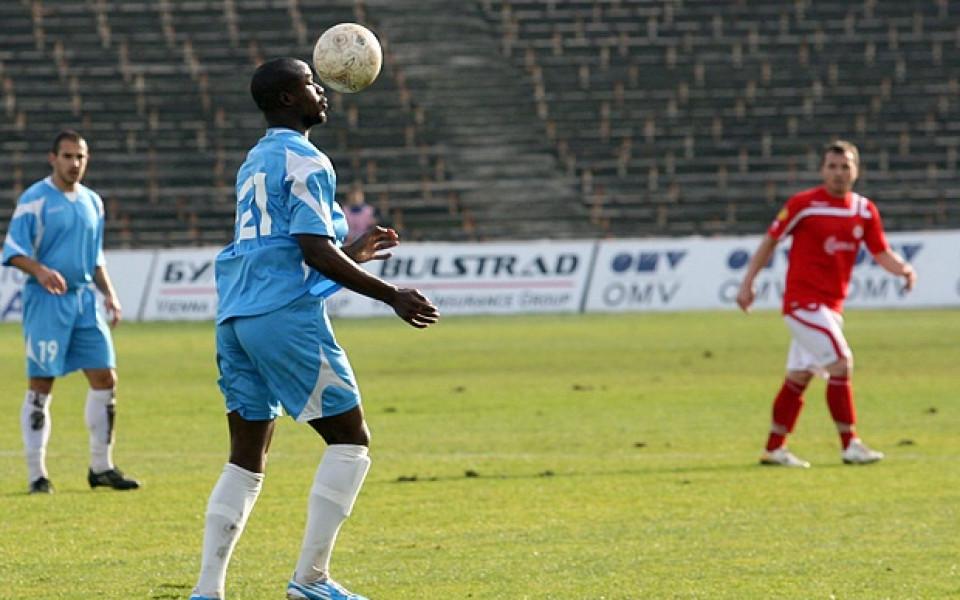 Пиер Мбемба остава още един сезон в Академик Сф