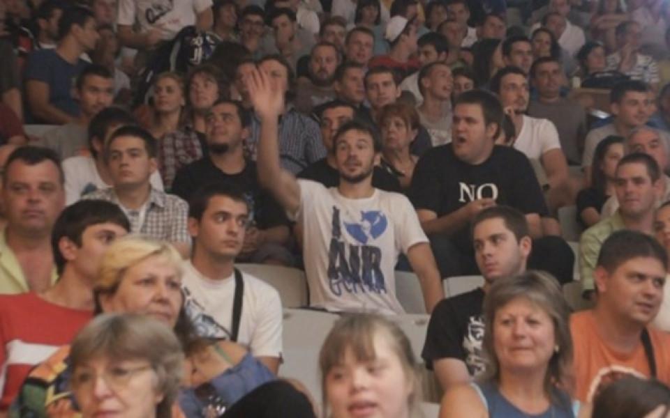 """ВИДЕО: Мартин от """"Под прикритие"""" вика за баскетнационалите"""