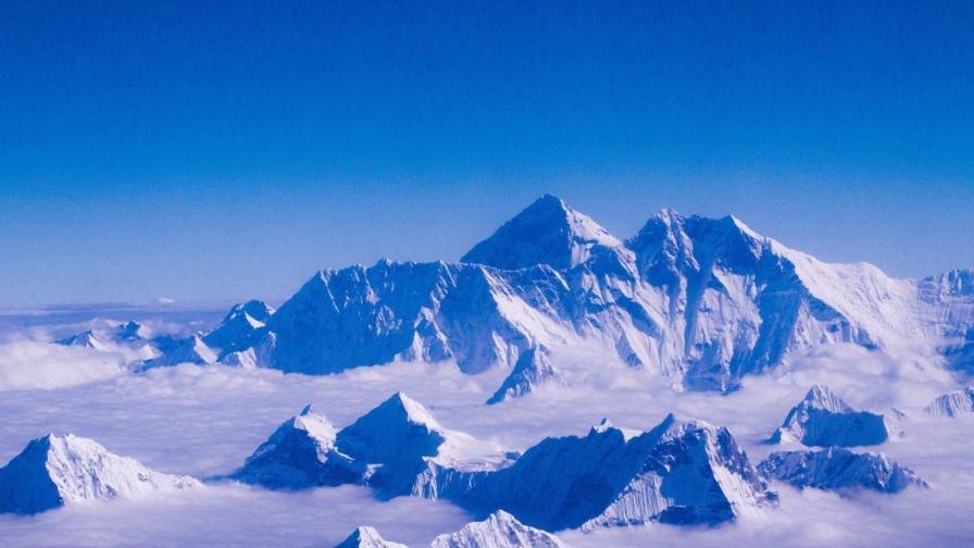 """Шеф в """"Гугъл"""" е загинал след лавина от труса на Еверест"""