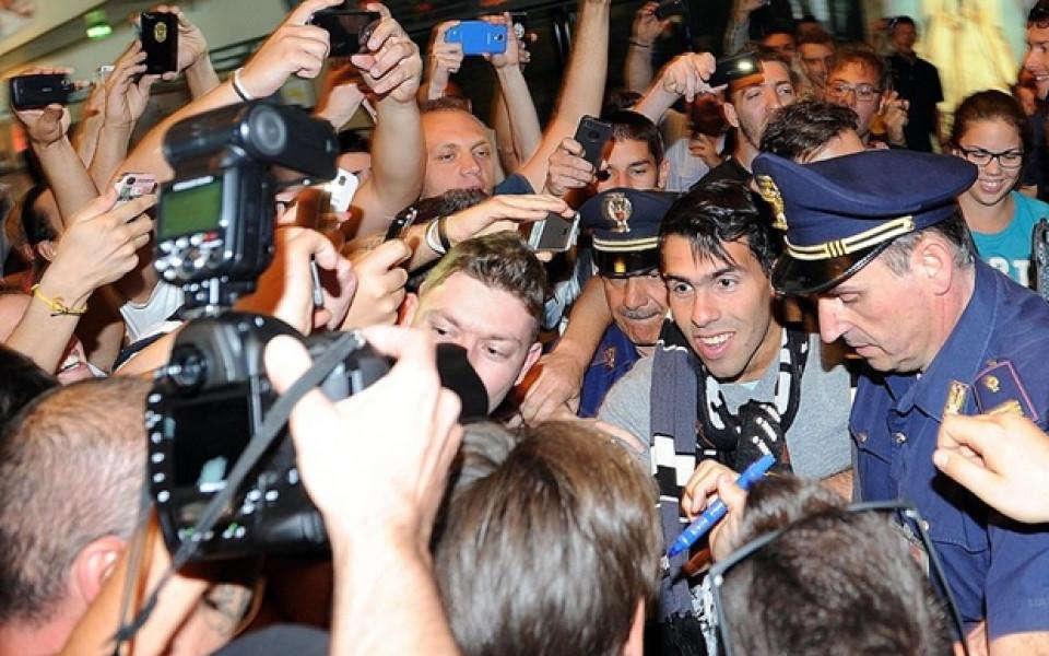 СНИМКИ: Сериозна агитка посрещна Тевес на летището