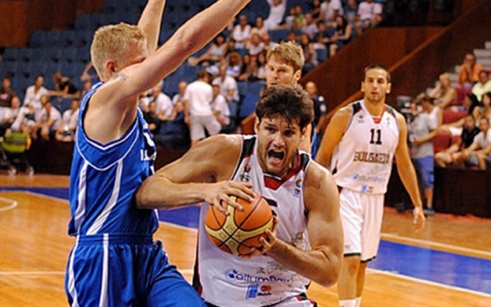 Националният по баскетбол отнесе шамари, но остава в играта