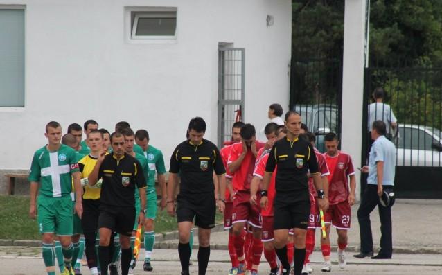 Ангел Ангелов /в средата/ източник: botevvratza.com