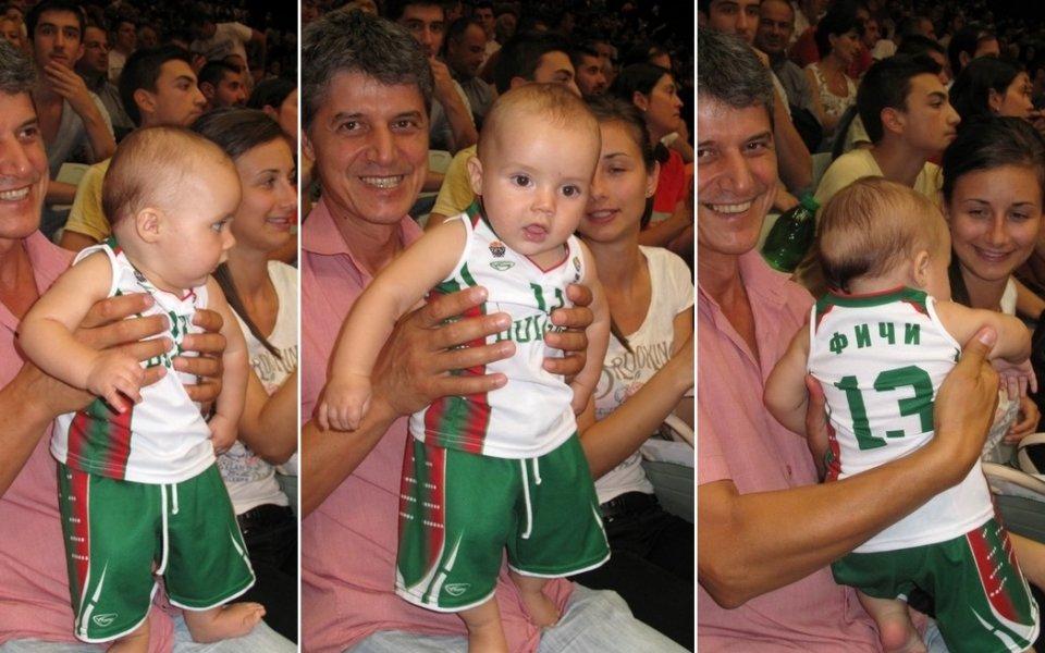 СНИМКИ: Най-малкият фен на баскет-националите