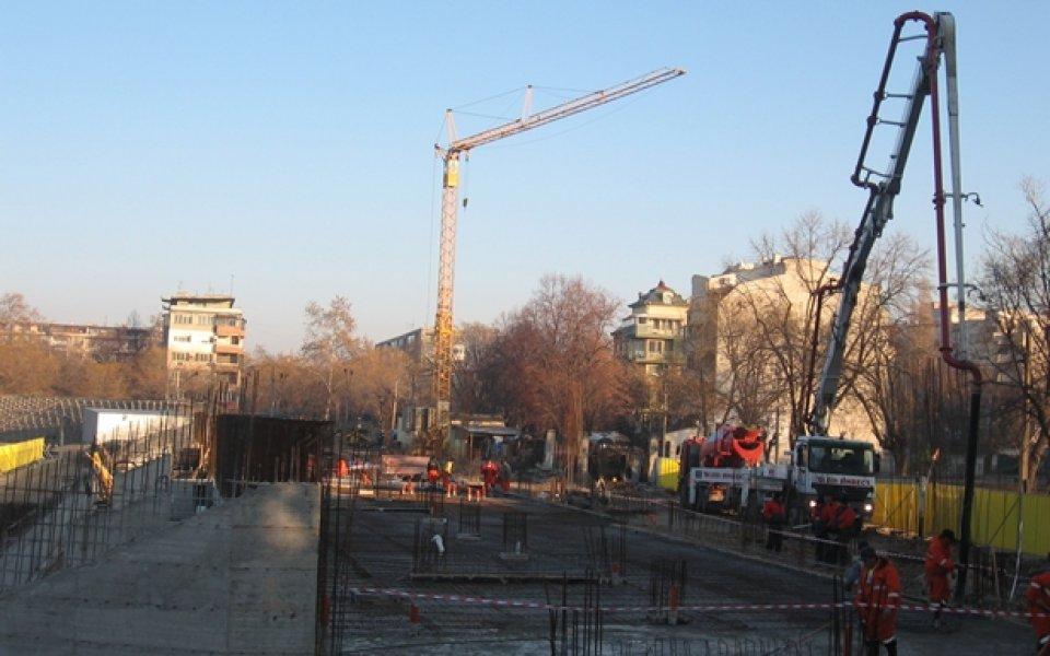 "Фирмата, собственик на крановете на стадион ""Христо Ботев"", започна тяхното"