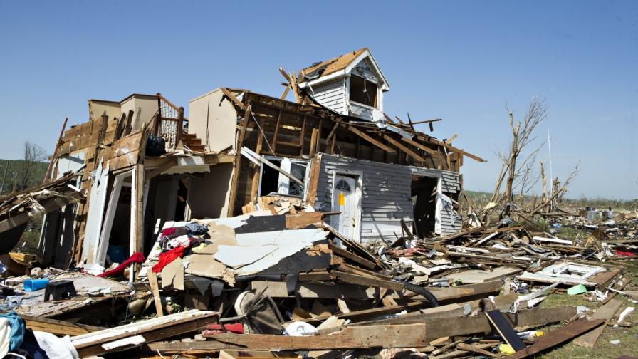 Нови смъртоносни торнада връхлетяха САЩ