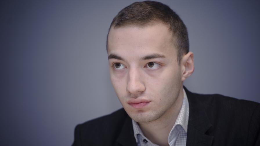 """Социолози: Защо ГЕРБ не се възползва от казуса """"Пеевски в ЕП""""?"""
