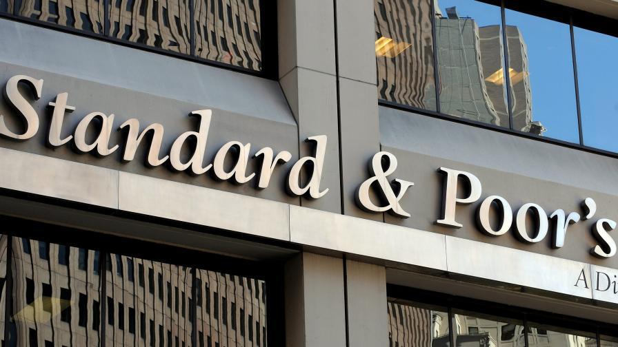 """""""Стандард енд Пуърс"""" понижи в """"негативна"""" перспективата по рейтинга на 15 европейски банки"""