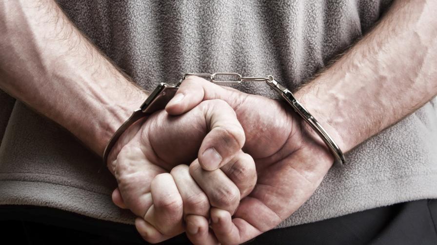Задържаха шестима българи за автокражби в Испания