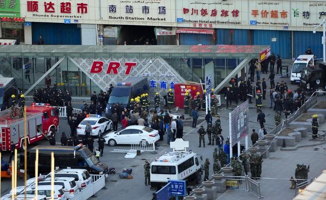 Бомбен атентат на жп гара в Китай взе три жертви, близо 80 са ранени