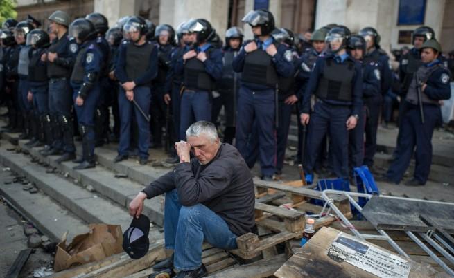 Поредна нощ на сблъсъци и напрежение в Украйна