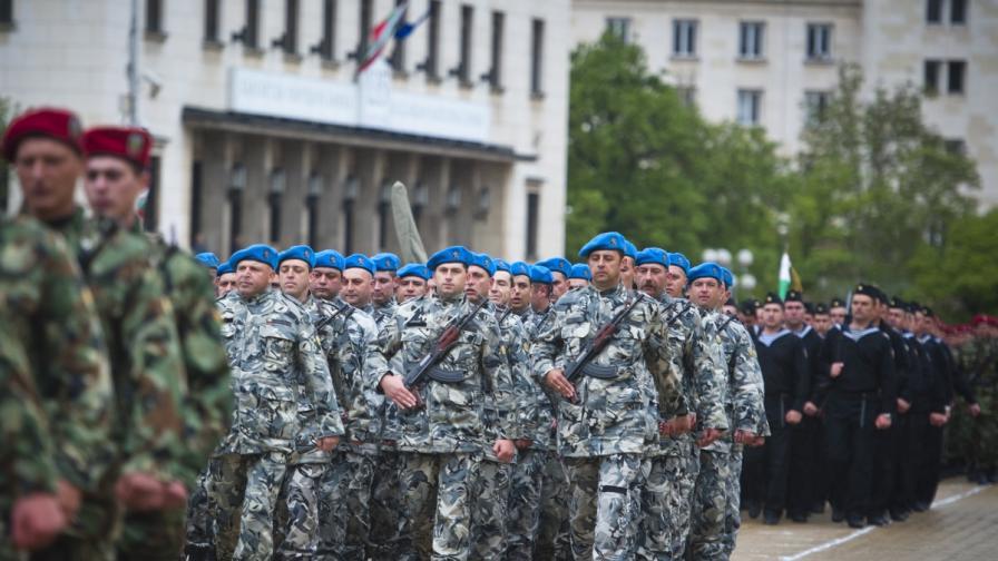 720 военни ше участват в парада на армията