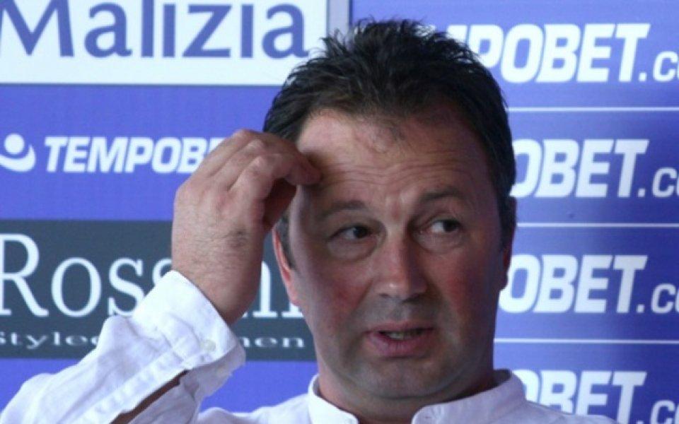 Българският треньор Ангел Червенков напусна украинския втородивизионен Черноморец Одеса, съобщиха