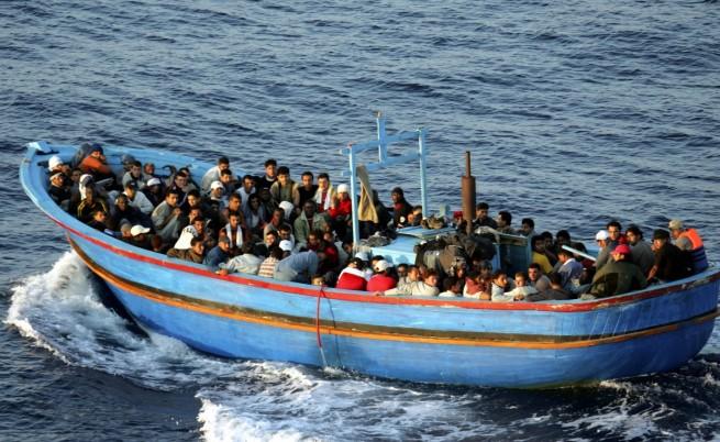 Лодка с 400 мигранти потъна край Лампедуза