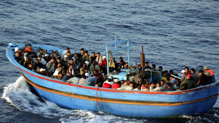 Лодка с имигранти край Лампедуза