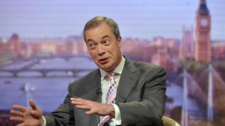 Британски медии: Найджъл Фараж дължи извинение за истерията около имигрантите