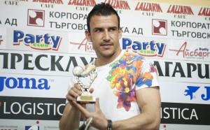 Ветеран с шампанско след Етър - Славия