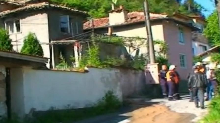 Свлачище затрупа къща в Шумен, момче се измъкна невредимо