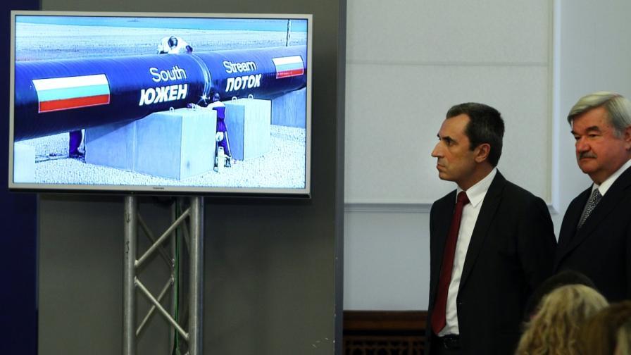 """Премиерът Пламен Орешарски и руският посланик Юрий Исаков на първата заварка на """"Южен поток"""""""