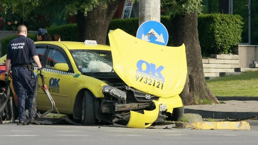 Полицай загина, а други двама са ранени в катастрофа