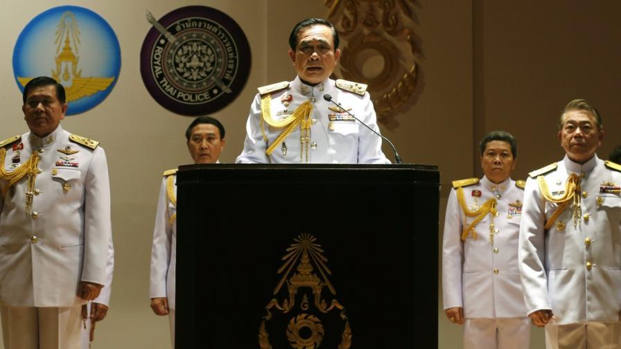 Кралят реши: Водачът на хунтата начело на Тайланд