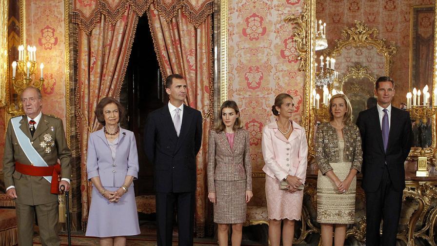 Сенатът одобри абдикацията на крал Хуан Карлос