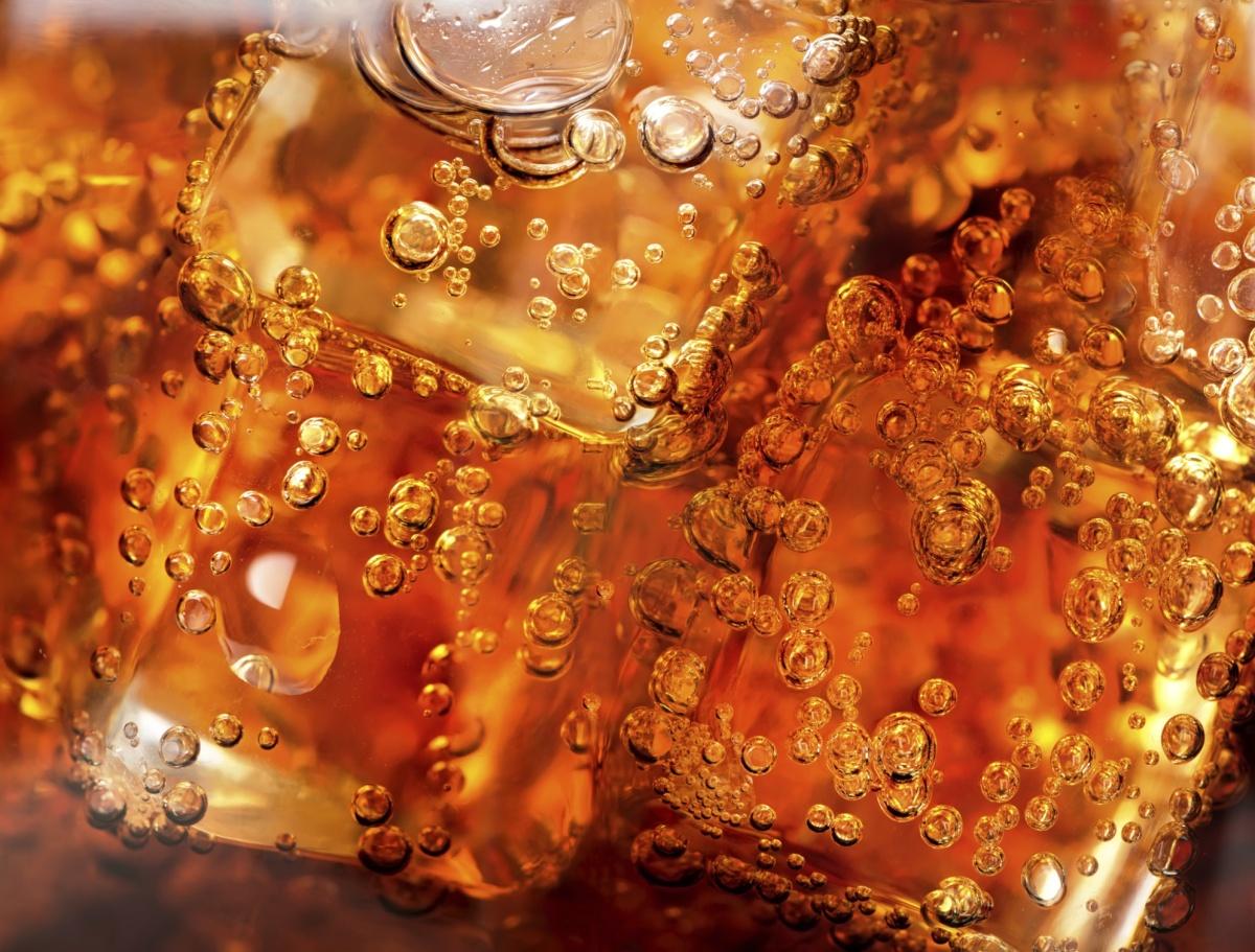 Газирани напитки. Проучване от 2009 година, проведено сред 3000 жени показва, че тези от тях, които пият две газирани напитки на ден, имат нарушени функции на бъбреците.