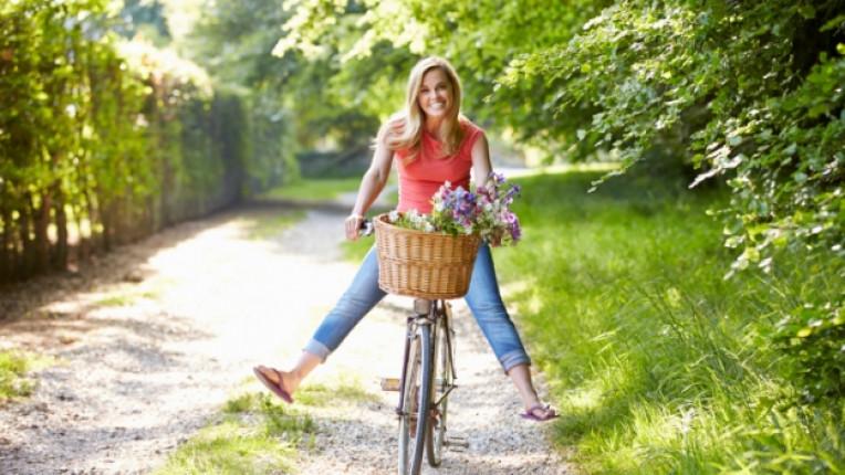 жена щастие усмивка колело велосипед