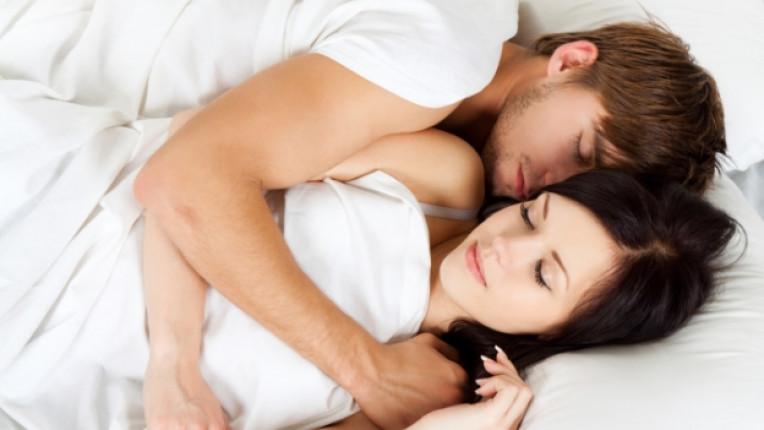 двойка сън връзка легло