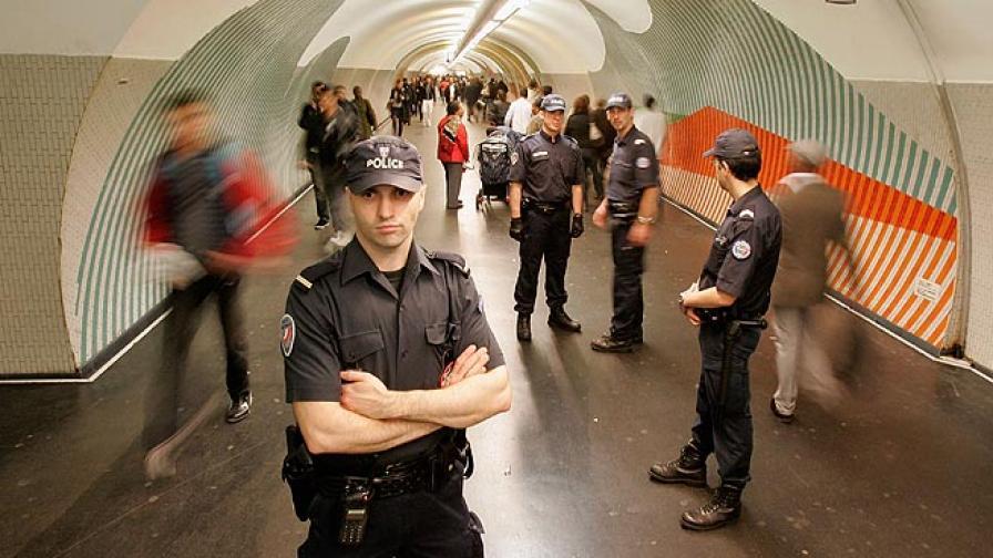 Париж: Психично болна рани с бръснач четирима в метрото