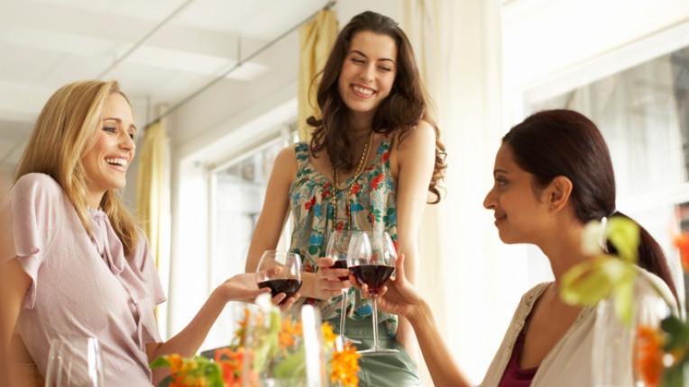 жена пиене алкохол вино