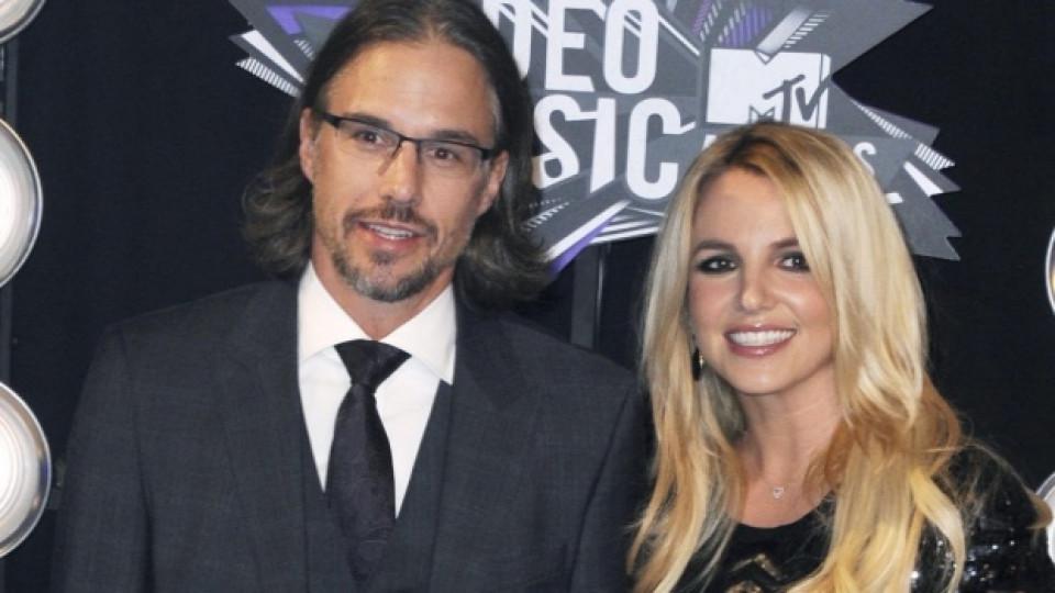 Бритни Спиърс по време на тазгодишните американски награди на MTV заедно с приятеля си Джейсън Трауик