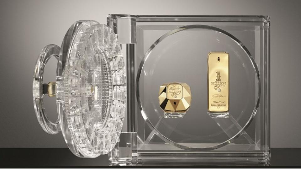 Прозрачната интерпретация на сейфа създава магическа илюзия за лекота, въпреки неговите 15 кг
