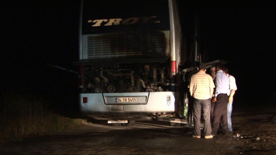 Пътнически автобус се запали край Стара Загора, няма жертви