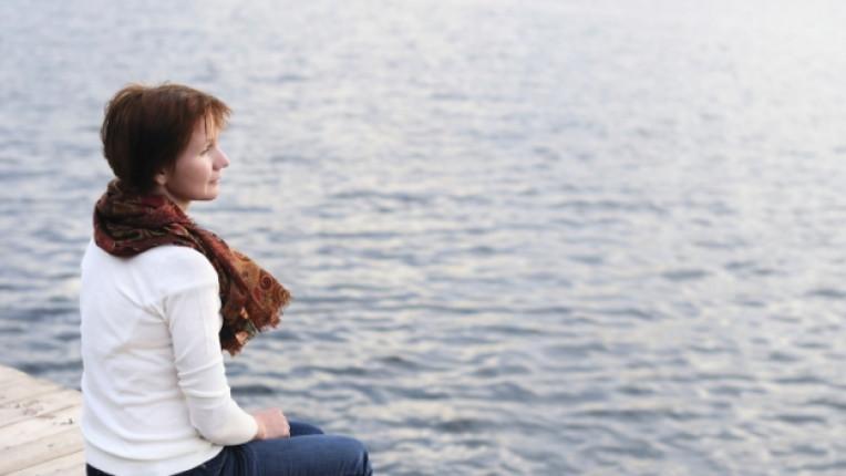 жена тъга самота море