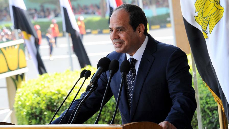 Президентът на Египет дарява половината си имущество и заплата на хазната