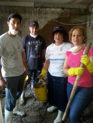 Роми от Сливен и Бургас в помощ на пострадалите в квартал Аспарухово