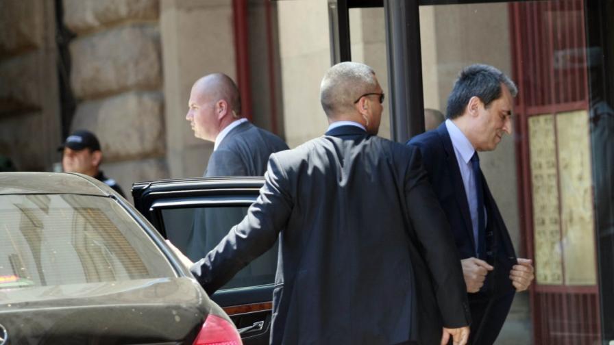 Премиерът Орешарски влиза в президентството за консултации при държавния глава
