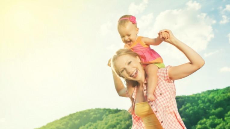 майка дете щастие