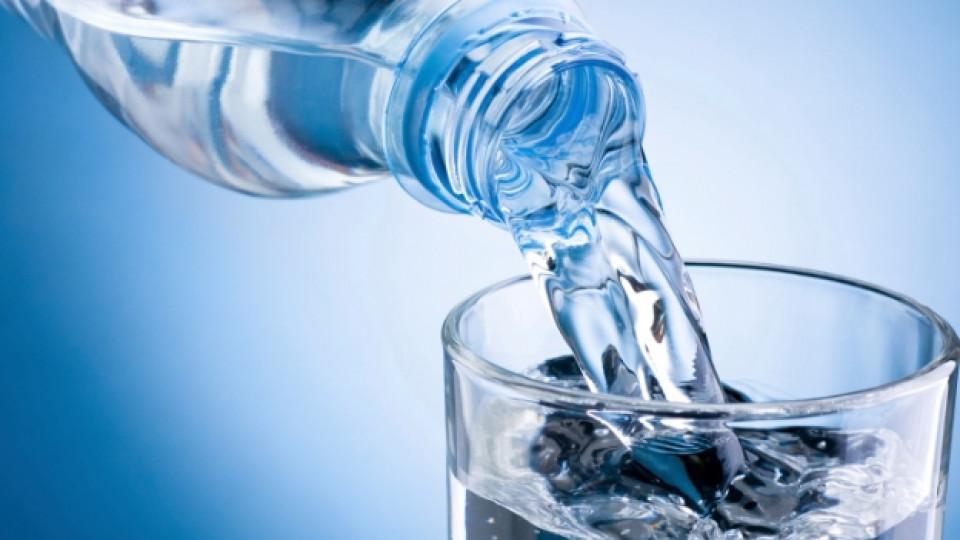 Колко химикала съдържа бутилираната вода