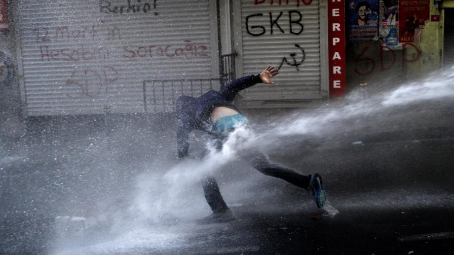 Бой в турския парламент заради миньорите в Сома