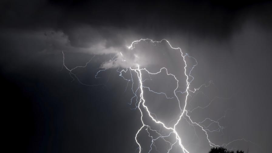 Жълт код в 7 области за гръмотевични бури