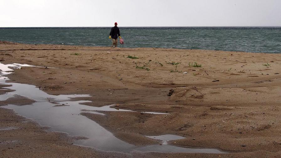 Спряха изливането на фекални води на плажа на Черноморец