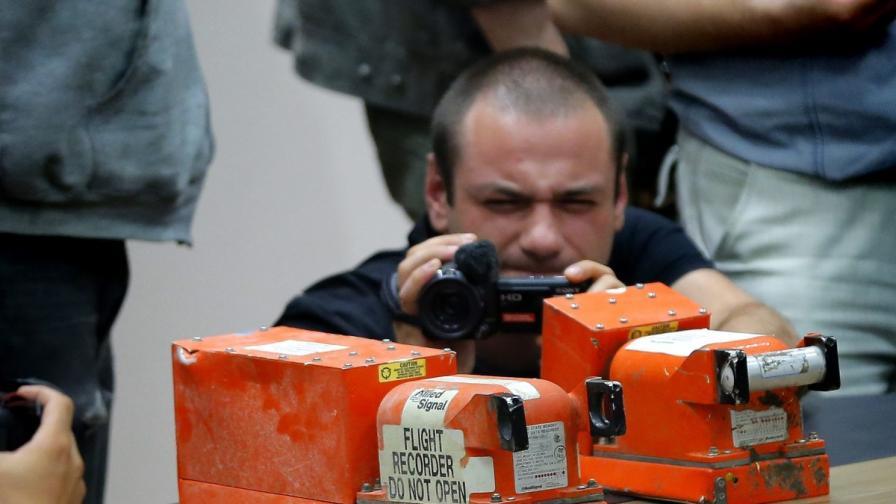 Сепаратистите предадоха черните кутии от падналия в Украйна самолет на Малайзия