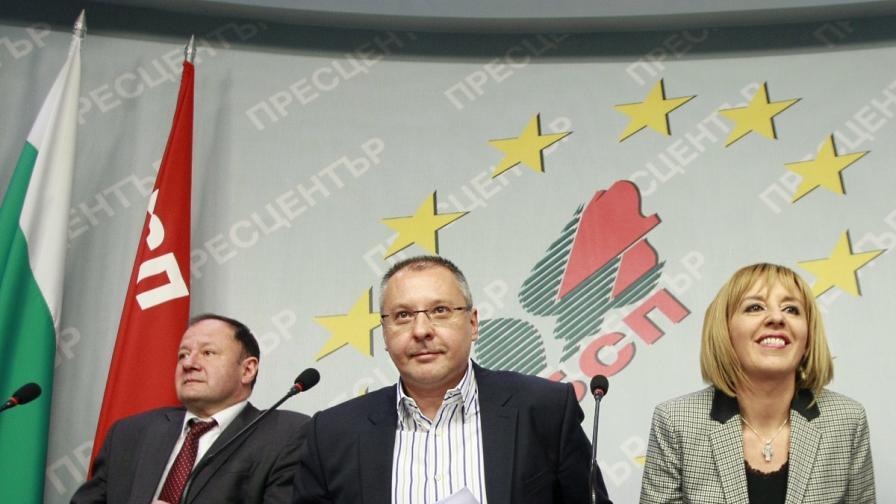 Все още действащият лидер на БСП Сергей Станишев (в средата) с двама от основните претенденти за поста му - Михаил Миков и Мая Манолова