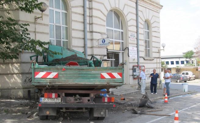 Камионът, който се заби в Транспортната болница в Русе