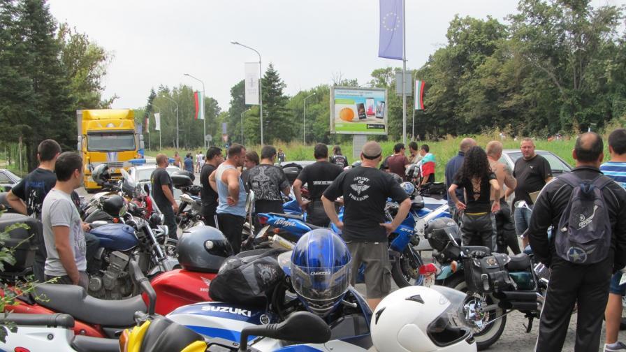 Протест на рокери блокира пътя Русе-София