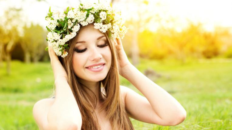 коса пролет билки цветя красота жена