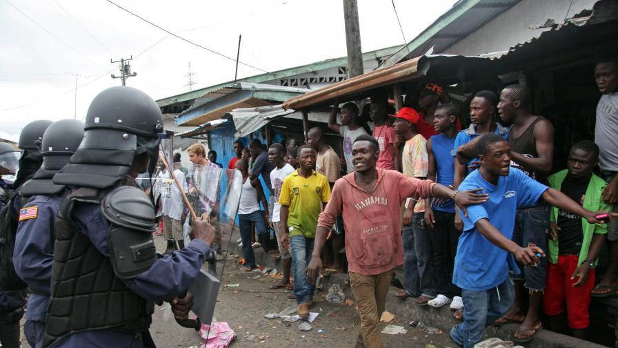 В Либерия стреляха по демонстранти заради ебола