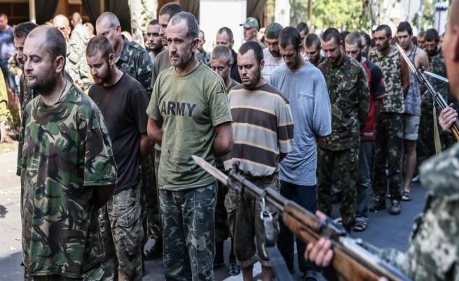 в Донецк проруските бунтовници прекараха по улиците десетки военнопленници
