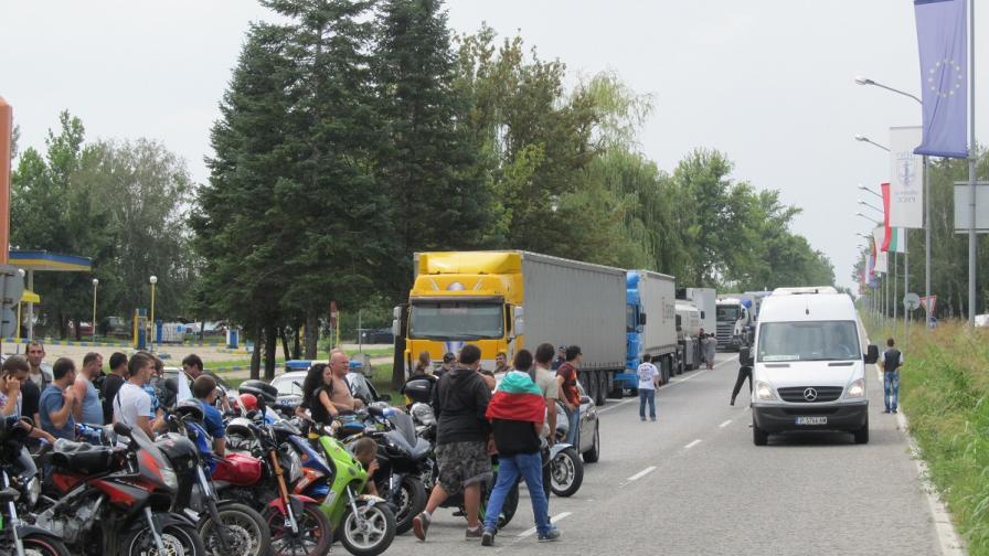 Рокери протестираха за час на пътя Русе-Бяла